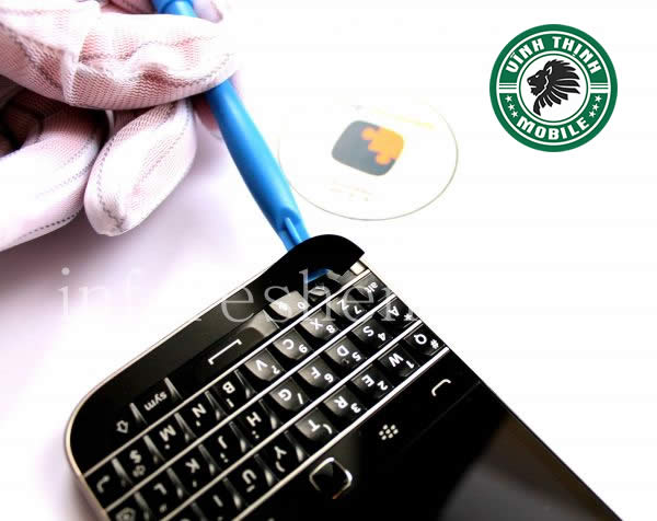 vinhthinhmobile-quy-trinh-thay-mat-kinh-blackberry-classic