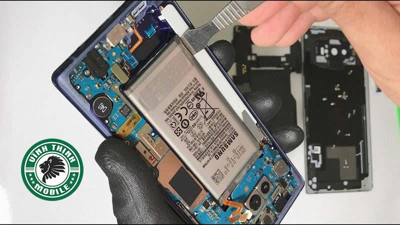Sửa chữa trên mainboard đòi hỏi kỹ năng cao của kỹ thuật viên sửa chữa