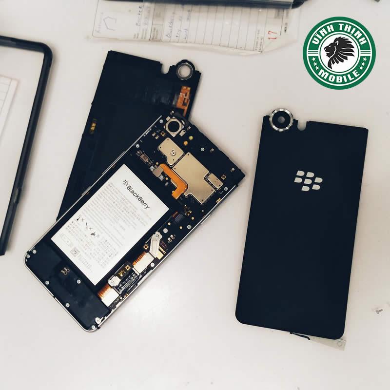 suachuavinhthinh-luu-y-thay-mat-kinh-camera-blackberry-keyone