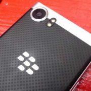 suachuavinhthinh-thay-mat-kinh-camera-blackberry-keyone
