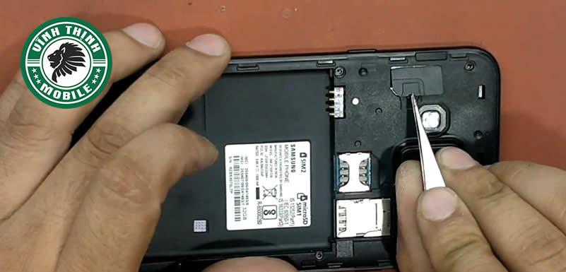 Quy trình thay mặt kính Samsung Galaxy J7 Duo tại Sửa chữa Vĩnh Thịnh
