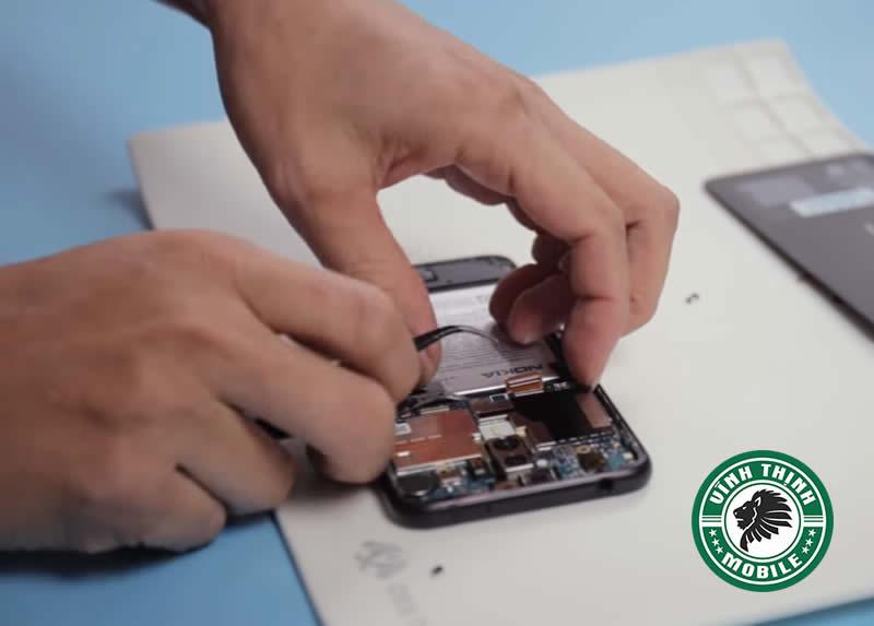 Quy trình thay mặt kính Nokia X5 tại Sửa Chữa Vĩnh Thịnh