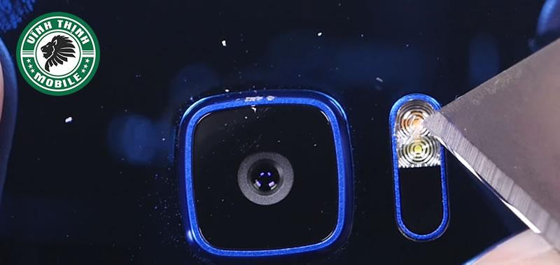 Khi nào bạn cần thay mặt kính camera HTC U Ultra ?