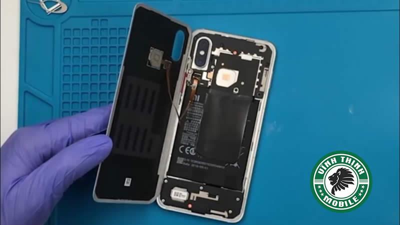 Lưu ý thay nắp lưng Xiaomi Mi 8 ?
