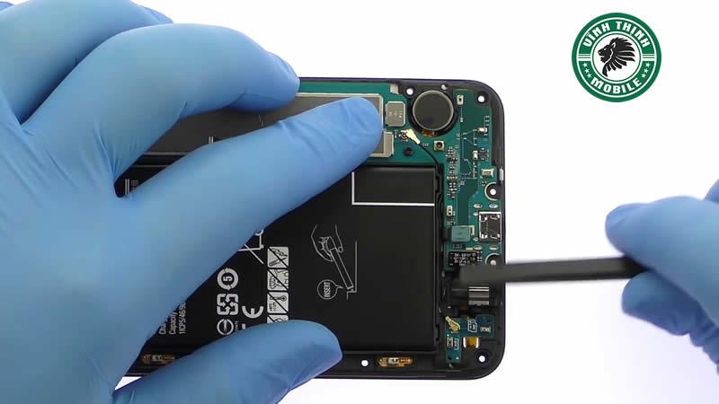 Lưu ý cần thiết khi thay pin Samsung Galaxy J7 Prime