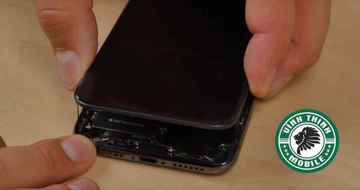 Quy trình thay mặt kính iPhone XS, iPhone XS Max đòi hỏi nhiều thao tác phức tạpQuy trình thay mặt kính iPhone XS, iPhone XS Max đòi hỏi nhiều thao tác phức tạp