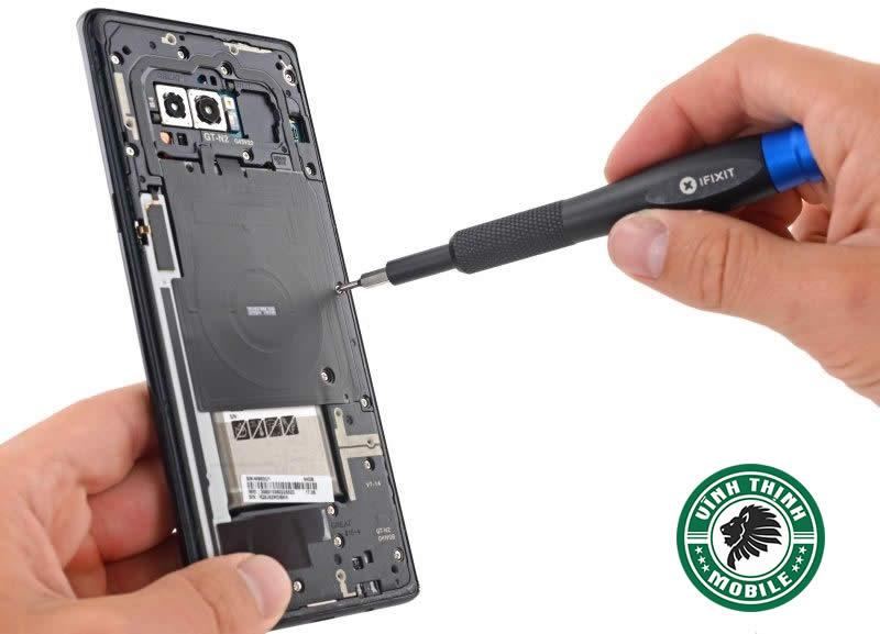 Quy trình thay mặt kính Samsung Galaxy Note 8 bước 1: Bắt đầu tháo máy