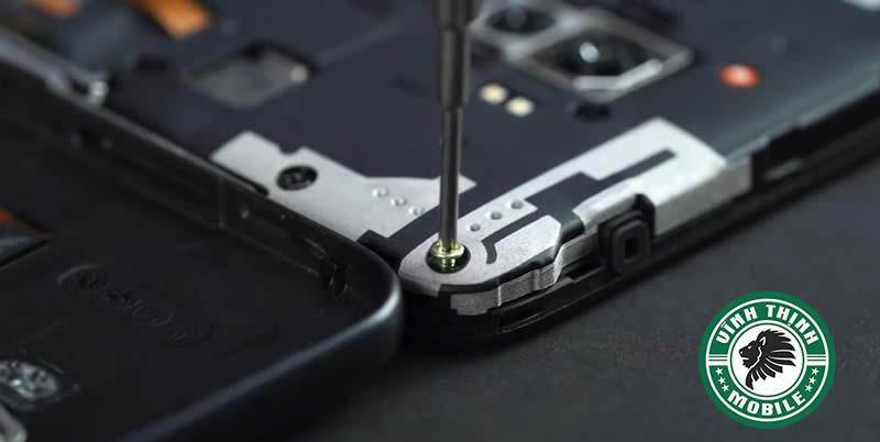 Những lưu ý cần thiết khi thay mặt kính Pocophone F1 ?