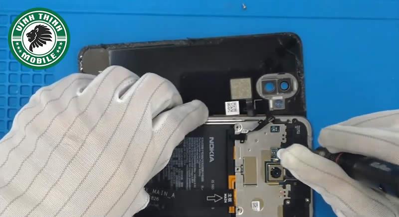 Lưu ý thay mặt kính Nokia 8.1