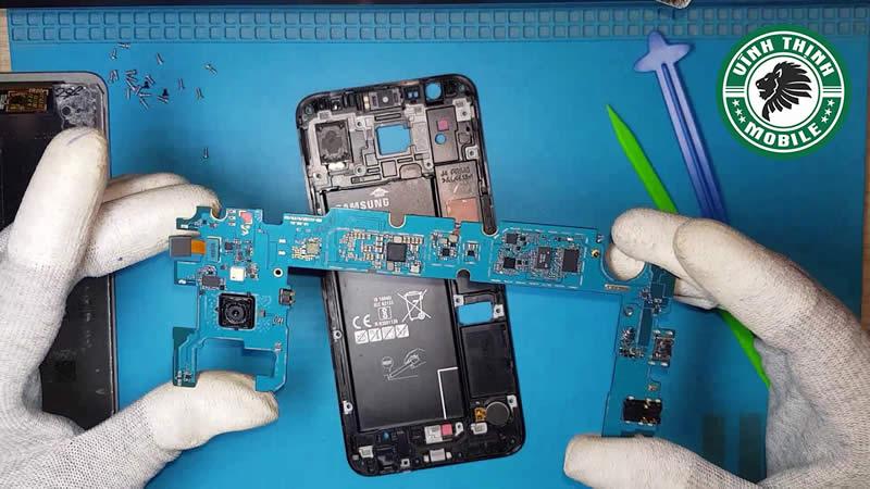 Lưu ý thay mặt kính Samsung Galaxy J4 Core