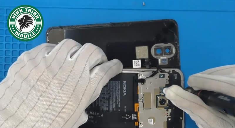 Lưu ý thay nắp lưng Nokia X7