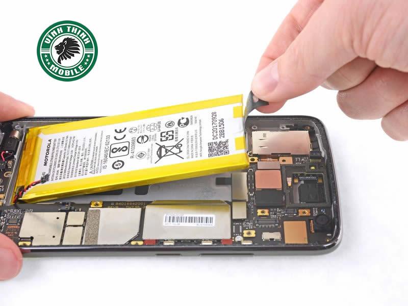Lưu ý thay pin Motorola G5s Plus