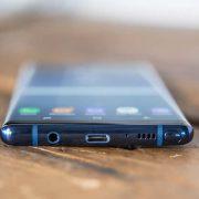 Giá thay mặt kính Samsung Galaxy Note 8 là bao nhiêu