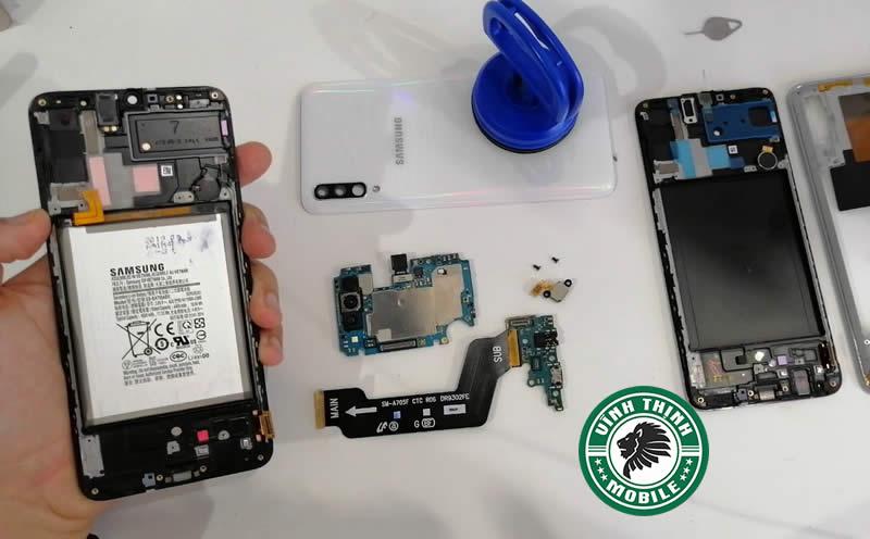 Giải pháp sửa Samsung Galaxy A70 báo ẩm cổng sạc