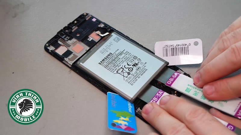 Giải pháp sửa Samsung Galaxy báo ẩm cổng sạc triệt để ?