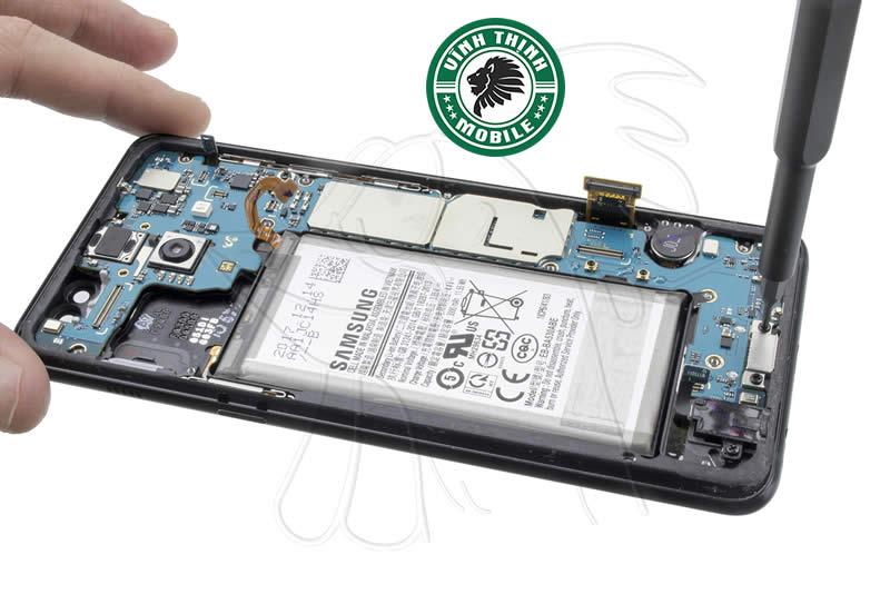Lưu ý sửa Samsung Galaxy A8 2018 báo ẩm cổng sạc