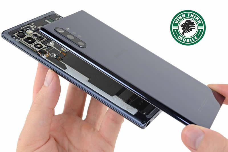 Giải pháp kỹ thuật tại trung tâm sửa chữa điện thoại Samsung chính hãng
