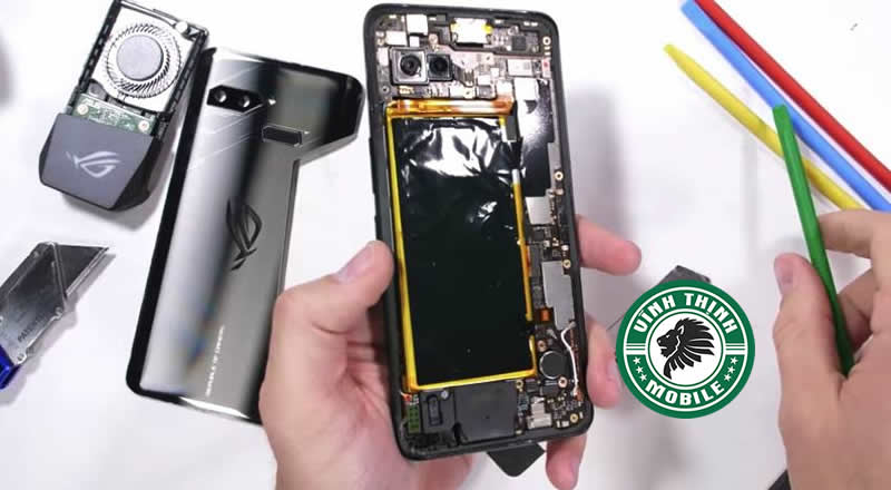 Vì sao Asus Rog Phone sạc không vào ?