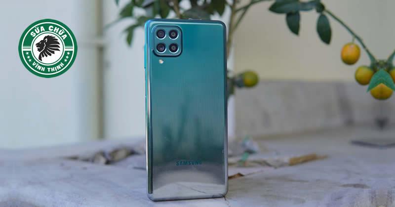 """Thay pin Samsung Galaxy M62 zin chính hãng: Phục hồi nguyên trạng """"siêu pin"""" !"""